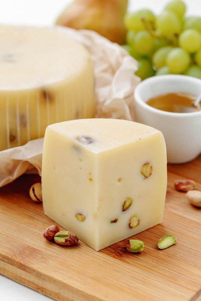 Сыр Качокавалло-с-фисташками